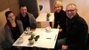 Juliane Kliem und Adrian Maier von MAWOSA, einem kreatrioven Vertriebsunternehmen, und Thomas Issler und Michaela Herrmann von 0711-Netz