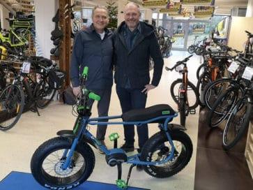 Joachim Mayer vom Rad & E-Bike Center Leonberg mit Thomas Issler
