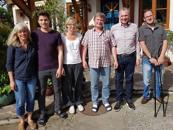 Josef Anton mit Team und Thomas Issler